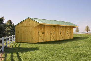 10x40 four stall barn with 3'.5 overhang